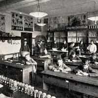 München -Fachschule-Drogisten- Klassenraum  -um-1910